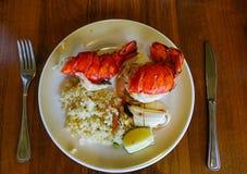 Langosta en el plato blanco en el restaurante del buffet fotografía de archivo libre de regalías