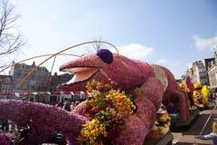 Langosta rosada con las flores Imagenes de archivo