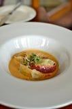 Langoustine avec le Tortellini de crabe et de crevette rose Image libre de droits