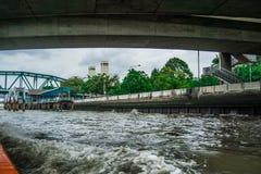 Langs in de Rivier van Bangkok Stock Afbeeldingen