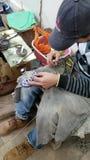 Langs gemaakte aardewerk het Mozaïek dient Fes Marokko in stock videobeelden