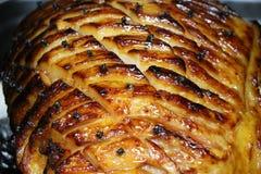 Langsamer gebratener Schinken im Ofen stockfotos