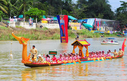 Langsuan Traditional Long Boat racing festival, Thailand. Chumphon, Langsuan, Thailand, 31 October – 4 November 2012: Langsuan Traditional Long Boat royalty free stock image