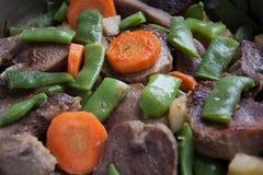 Langue de boeuf avec des légumes photos libres de droits