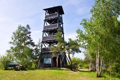 Langwatchtower vanaf 2001 dichtbij Onen Svet-dorp, Centraal Boheems gebied, Tsjechische republiek Royalty-vrije Stock Foto's