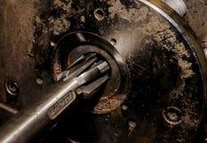 Langweiliger Schneider und Spannvorrichtung des Weinleseantiker Automobilmaschinenwerkstatt-Bremszylinders lizenzfreies stockfoto