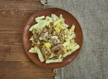 Langzaam Kooktoestel Chili Con Carne Cheese Fries stock afbeeldingen