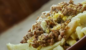 Langzaam Kooktoestel Chili Con Carne Cheese Fries stock afbeelding