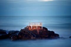 Langzaam shutterspeed beeld bij de kust Stock Foto's