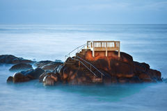 Langzaam shutterspeed beeld bij de kust Royalty-vrije Stock Foto's
