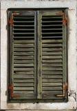 Langzaam verdwenen groene vensterblinden Stock Fotografie