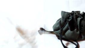 Langzame blindrunen met zak en exemplaarruimte stock footage
