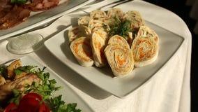 Langzame motie van banket in luxerestaurant met de beste dienst en smakelijk voedsel stock video