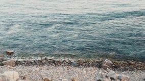 Langzame motie van de kustlijn stock video