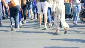 Langzame motie van mensen het lopen stock videobeelden