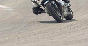 Langzame motie van sportmotorfietsen bij hoge snelheid tijdens een ras stock footage