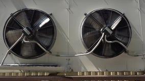 Langzame roterende ventilatieventilator stock video