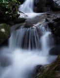 Langzame stromende waterval Stock Afbeeldingen
