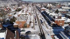 Langzame voorwaartse lucht de Riemstad van de menings kleine Roest in de winter stock video