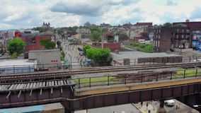 Langzame Voorwaartse Luchtduw die Schot van Lawrenceville Pennsylvania vestigen stock footage