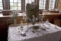 Lanhydrock hus hennes ladys rang tabell för dressing Fotografering för Bildbyråer