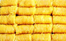 Lanière de foi d'appel de dessert de fil de jaunes d'oeuf d'or dans thaïlandais dans le paquet Photos libres de droits