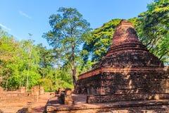 Lanka样式在Muang Kao历史公园破坏Wat Mahathat寺庙塔, Phichit,泰国古城 这个游人 库存图片