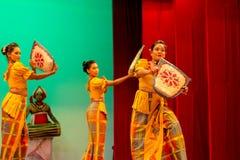 Lankijczyka tradycyjnego tana występu przedstawienie obraz stock