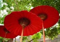 Lanna rött paraply Royaltyfria Bilder