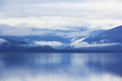 Lanscape blu del lago mountain Immagini Stock Libere da Diritti