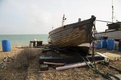 Lanscape cênico do barco de pesca de madeira lovingly lubrificado imagem de stock