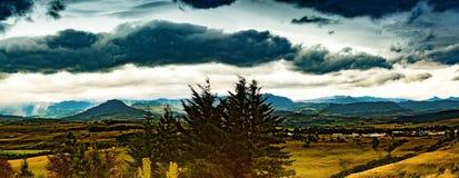 Lanscape van Drakensberge dichtbij de stad van Underberg tijdens slechte weersomstandigheden Stock Afbeelding