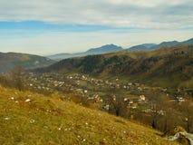 Lansdcape con el cielo azul de la montaña Fotos de archivo libres de regalías