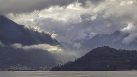Lansdcape dramatique sur le lac Como image libre de droits