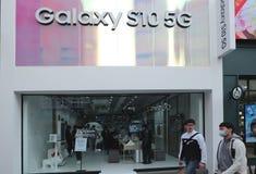 Lanserade för en tid sedan den Samsnug galaxen S10 5G royaltyfria foton