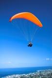 lanserande paraglider Arkivfoto