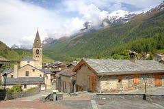LANSLEVILLARD, FRANCIA - 18 GIUGNO 2016: Vista del villaggio nel parco nazionale di Vanoise, alpi del Nord Fotografia Stock