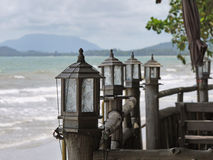 Lantaarn bij de kustlijn Stock Foto's