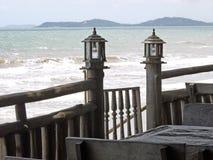 Lantaarn bij de kustlijn Royalty-vrije Stock Fotografie
