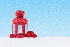 Lantaarn in de sneeuw Stock Afbeeldingen