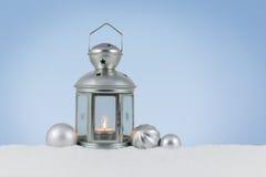 Lantaarn in de sneeuw Stock Foto's