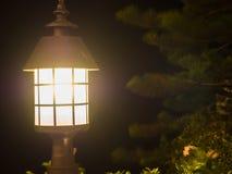 Lantaarn op de achtergrond van de nachtscène Royalty-vrije Stock Afbeeldingen