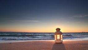 Lantaarn op het strand stock videobeelden