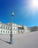 Lantaarn op het vierkant voor het paleis Gatchina St Petersburg Rusland Stock Foto