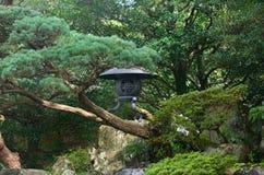 Lantaarn van Japanse tuin in Kyoto Japan stock fotografie