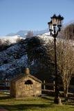 Lantaarnpaal in de bergen Stock Foto's
