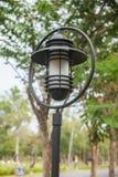 Lantaarnpaal op de straat Stock Fotografie