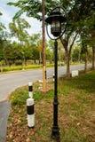 Lantaarnpaal op de straat Stock Foto's