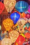 Lantaarns bij oude stadswinkel in Hoi An, Vietnam royalty-vrije stock afbeelding
