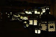 Lantaarns die in dark, kasuga-Taisha Heiligdom, Nara, Japan aansteken royalty-vrije stock fotografie